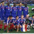 Bixente Lizarazu (accroupi, tout à droite) et l'équipe de France lors de l'Euro 2000.