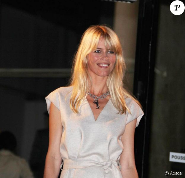 Claudia Schiffer lors du défilé de la collection printemps/été 2010 prêt-à-porter d'Yves Saint Laurent, à l'occasion de la Fashion Week parisienne, au Palais de Tokyo, le 5 octobre !