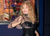 Arielle Dombasle seins nus dans Playboy, un beau shooting qui plaît à Pablo Mira