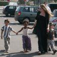 Angelina Jolie et ses enfants Pax, Zahara et Shiloh au Toys'r'us de Toulon en France : prêts à dévaliser les magasins