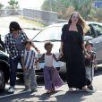 Angelina Jolie et ses enfants Pax, Zahara et Shiloh au Toy'r'us de Toulon en France