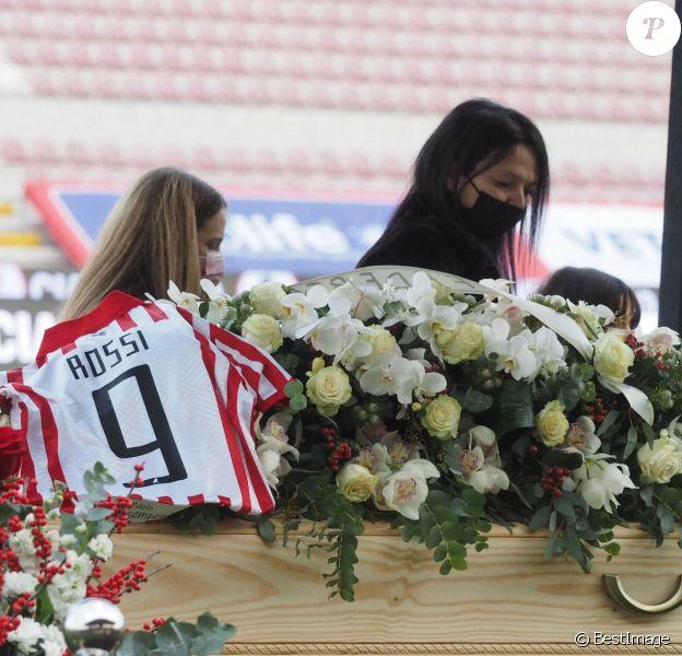 Les obsèques du joueur de football Paolo Rossi, au stade Menti de Vicence.