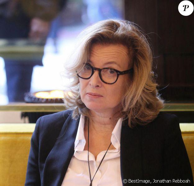 """Valérie Trierweiler - Jean-Paul Dubois remporte le prix Goncourt pour son livre """"Tous les hommes n'habitent pas le monde de la même façon"""" au restaurant Drouant à Paris. © Jonathan Rebboah/Panoramic/Bestimage"""