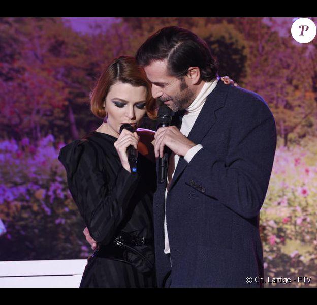 """Elodie Frégé et Grégory Fitoussi dans l'émission """"Allez viens, je t'emmène"""", sur France 3."""