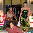Kim Kardashian et ses deux North et Saint fêtent Noël. Décembre 2020.