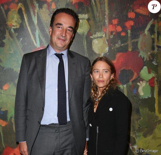 Mary-Kate Olsen et Olivier Sarkozy assistent à la 26e édition annuelle de Take Home a Nude Art Party and Auction au profit de la New York Academy of Art Sothebys NYC