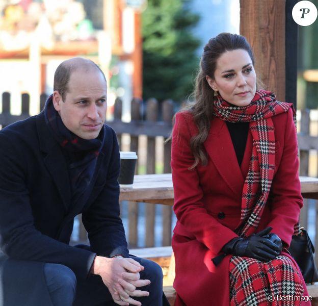 Le prince William, duc de Cambridge, Catherine Kate Middleton, duchesse de Cambridge lors d'une visite du chateau de Cardiff.