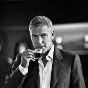 Regardez George Clooney nous refaire le coup du café... What else ?