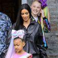 Exclusif - Kim Kardashian récupère sa fille North West chez la YouTubeuse Jojo Siwa à Los Angeles. Kim Kardashian surprend les fans et annonce que North West va débarquer sur Youtube dans une vidéo avec JoJo Siwa. L'ainé de la famille Kardashian West est peut-être aussi en route pour devenir une star de Youtube! North est émerveillée devant la BMW cabriolet licorne de Jojo! Kim porte un cycliste en latex et laisse entrevoir multiples plaques d'eczéma sur ses jambes... de 27 mars 2019.