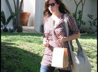 Liv Tyler : La jolie brune a opté pour les bottes de pluie... en plein soleil !