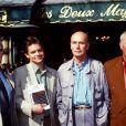 Jean-Luc Delbat, Robert Sabatier, Gabriel Matzneff et Alphonse Boudard devant le restaurants Les Deux magots en 1994.