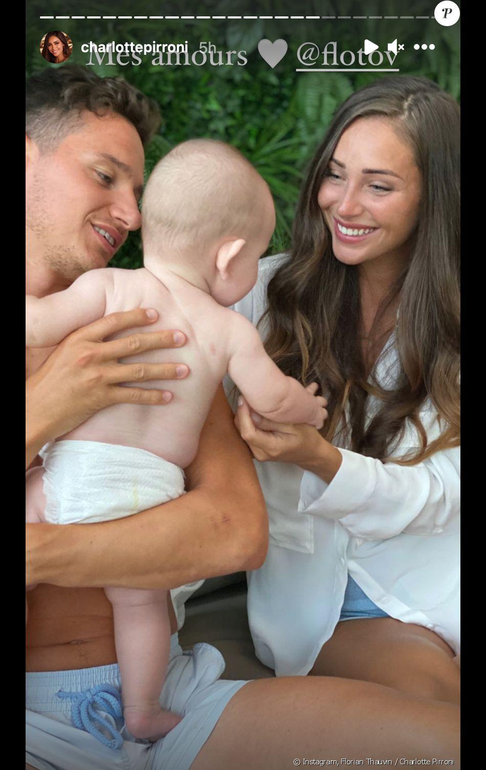 Le footballeur Florian Thauvin et sa compagne Charlotte Pirroni commémorent le 1er anniversaire de leur fils Alessio. Février 2021.