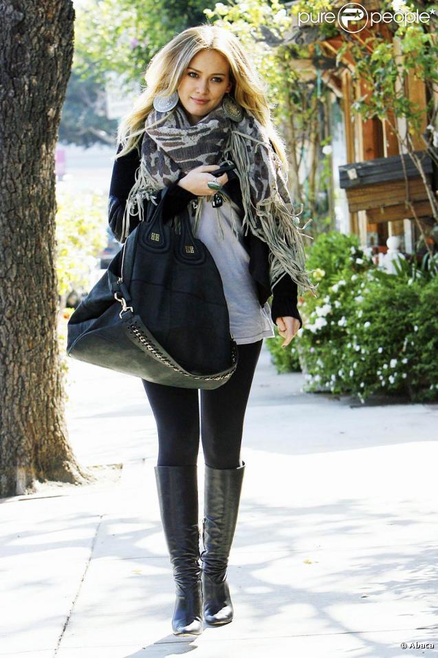 Hilary Duff sort de chez le coiffeur et se prend une contravention le 22 octobre 2009 à Los Angeles