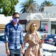 Exclusif - Paris Hilton et son fiancé Carter Reum, très amoureux, sont allés faire du shopping au Country Mart à Malibu. Le 6 mars 2021