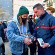 Exclusif - Le chanteur Julien Doré à la rencontre des sinistrés avec des bénévoles du Secours populaire dans la Vésubie. Le 21 novembre 2020. © Bruno Bebert/Bestimage