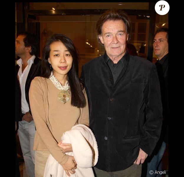 Jacques Charrier et sa nouvelle épouse Makiko, le 13 octobre, à Paris.