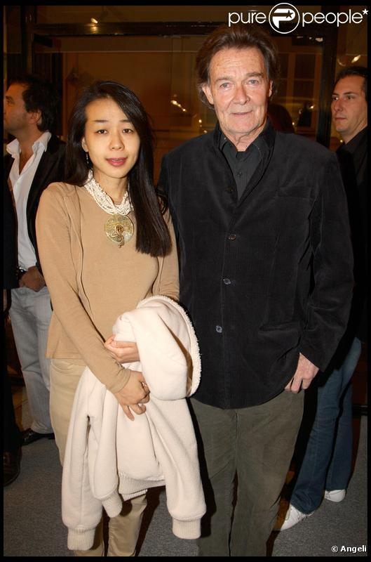 Jacques Charrier et sa nouvelle épouse Makiko, le 13 octobre, à Paris.