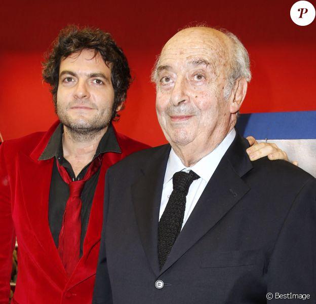 Matthieu Chedid et son grand-père Louis Selim Chedid - Hommage à Andrée Chedid, en donnant son nom à la bibliothèque Beaugrenelle.