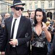 Katy Perry avec des ongles noirs, preuve qu'on peut être classe même en total look black
