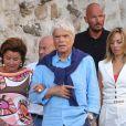 """Info du 4 avril 2021 Bernard Tapie et sa femme Dominique violentés chez eux lors d'un cambriolage - Bernard Tapie et sa femme Dominique sont allés diner au restaurant """"Le Girelier"""" à Saint-Tropez. Le 15 juillet 2020"""