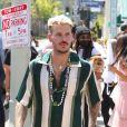 """M Pokora (Matt) fait la promotion de la marque """"Beignet Box"""" de Christina Milian lors d'une parade à Los Angeles le 10 avril 2021."""