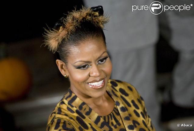 Michelle Obama n'a peur de rien. Et pour Halloween, pas question de ne pas jouer le jeu. La première Dame opte pour la tenue de Catwoman pour le plus grand plaisir de Barack Obama !