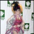 Bette Midler a choisi une tenue extravagante et sexy pour Halloween. À 64 ans l'actrice est toujours au top. Le 31 octobre 2009.