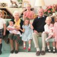 La reine Elizabeth II, le prince Philip et leurs sept arrières petits-enfants. Photo remontant à 2018, publiée le 14 avril 2021 par la famille royale.