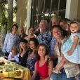 Kirk Douglas en famille, avec son fils Michael Douglas, sa belle-fille Catherine Zeta-Jones et ses petits enfants Cameron, Dylan et Carys. Août 2019.