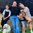 Jennifer Lopez, ses deux enfants Max et Emme, et son ex-fiancé Alex Rodriguez. Juin 2020.