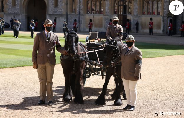 La calèche du prince Philip, duc d'Edimbourg, et ses deux chevaux Balmoral Nevis et Notlaw Storm lors des funérailles du prince Philip, duc d'Edimbourg à la chapelle Saint-Georges du château de Windsor, Royaume Uni, le 17 avril 2021.