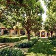 """Dwayne Johnson, dit """"The Rock"""", s'est acheté une nouvelle villa de plus de 1600 mètres carrés à Beverly Hills."""