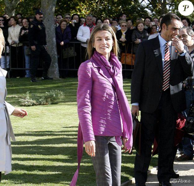 La princesse Letizia a pris un cours d'histoire de l'art à Zamora le 3/11/09
