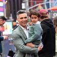 Cash Warren et son fils Hayes arrivent au Nasdaq pour l'introduction en bourse de la marque Honest, créée par Jessica Alba. New York, le 5 mai 2021.
