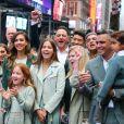 """Jessica Alba assiste à l'introduction en bourse de sa société """"Honest"""" au Nasdaq, en présence de son mari Cash Warren et leurs enfants, Honor, Haven et Hayes. New York, le 5 mai 2021."""