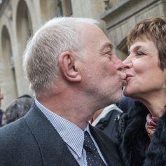 Exclusif - Catherine Laborde a epousé son compagnon de longue date Thomas Stern, publicitaire, samedi 9 novembre 2013 à la mairie du 2e arrondissement de Paris, en présence de ses amis les plus proches.
