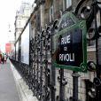 """Exclusif - Nikos Aliagas présente son exposition photographique """"Parisiennes"""" en compagnie du maire de Paris rue de Rivoli le 4 mai 2021. Nikos Aliagas expose ses photographies sur les grilles de l'Hôtel de Ville de Paris depuis le 20 avril et jusqu'au 10 mai."""