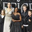 """Vivienne Jolie-Pitt, Angelina Jolie, Zahara Jolie-Pitt, Shiloh Jolie-Pitt et Knox Leon Jolie-Pitt assistent à la première de """"Maléfique : Le Pouvoir du Mal"""" à Londres. Le 9 octobre 2021."""