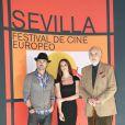 Le comédien Colin Farrell, la belle Paz Vega et Christopher Lee, lors de l'avant-première de  Triage , de Danis Tanovic, dans le cadre du 6e Festival Européen du Film de Séville, le 6 novembre 2009.