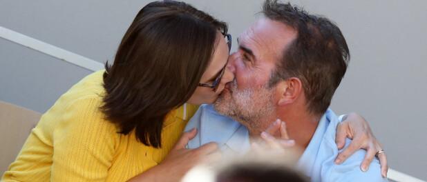 Nathalie Péchalat et Jean Dujardin fous amoureux à Roland-Garros : baisers passionnés en tribunes !