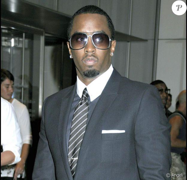 P. Diddy est entouré de deux bombes pour son nouveau projet musical, Dirty Money. Quel charmeur !