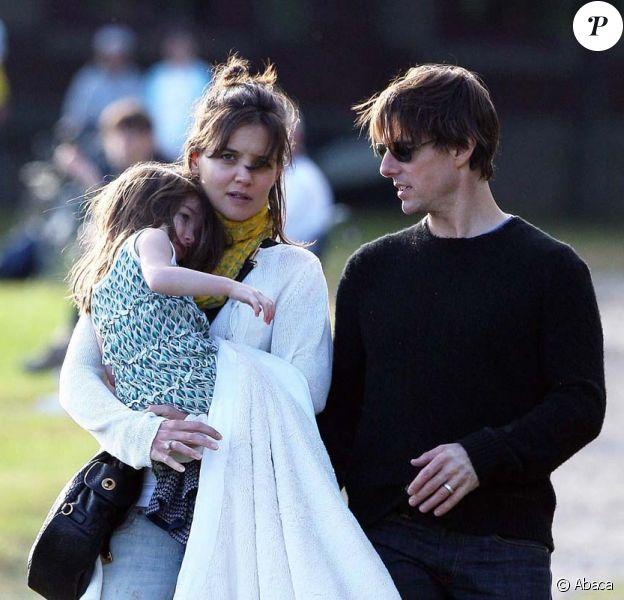 Tom, Katie et Suri Cruise le 10 octobre à Boston. Le couple fête leur troisème anniversaire de mariage, le 18 novembre 2009.