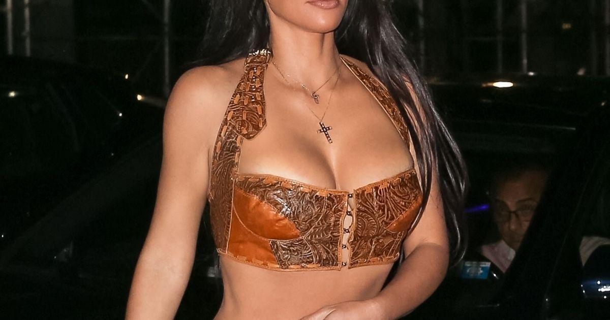 Kim Kardashian : Mini brassière et pantalon en cuir, la star plus sulfureuse que jamais
