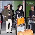 Gary Oldman et sa femme Alexandra Edenborough arrivent à l'aéroport de Lax Los Angeles le 21 novembre 2009