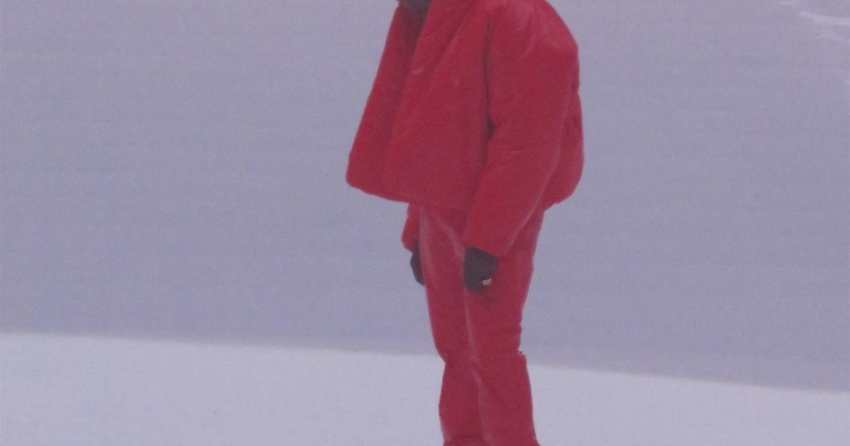 Kanye West dévoile son album Donda : il s'écroule sur scène, devant Kim Kardashian et les enfants