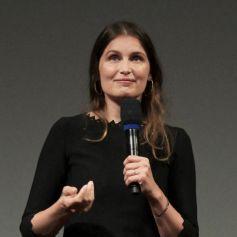 "Laetitia Casta reçoit le prix ""Davide Campari Excellence Award"" à l'occasion du festival du film de Locarno."