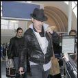 Colin Farrell arrive seul à l'aéroport de Los Angeles le 6 décembre 2009.