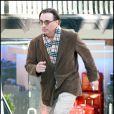 Andy Garcia court plus vite que son ombre à Los Angeles le 23 décembre pour trouver les cadeaux de Noël