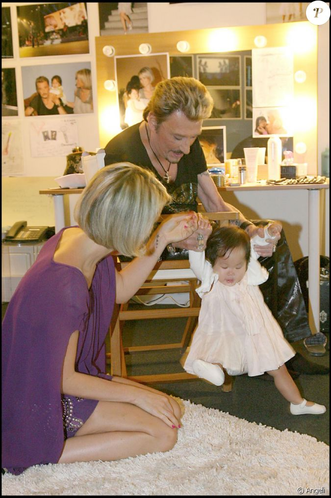 photos exclusives johnny et laeticia avec joy en loge avant le stade de france en mai 2009. Black Bedroom Furniture Sets. Home Design Ideas