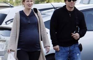 Mark Wahlberg et sa femme très enceinte : dernier Noël... avant la naissance de leur petite fille !